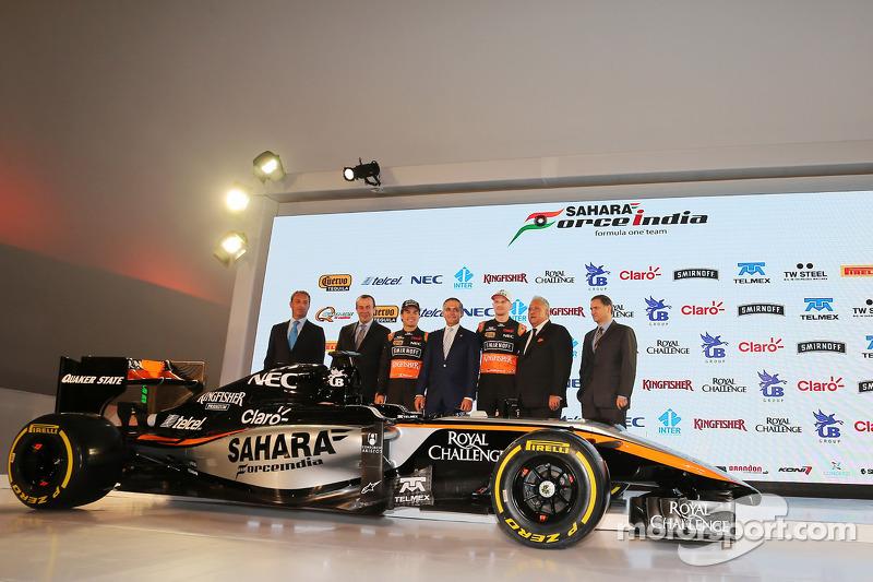 (从左到右)卡洛斯·斯利姆,美洲移动主席;弗朗西斯科·马斯·佩那,旅游部长;塞尔吉奥·佩雷斯,印度力量车队;米格尔·安琪儿·曼切拉,墨西哥城市长;尼克·胡肯伯格,印度力量车队;维杰·玛尔雅,印度力量车