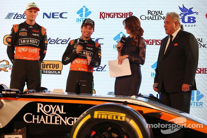 (Von links nach rechts): Nico Hülkenberg, Sahara Force India F1, mit Sergio Perez, Sahara Force India F1, und Dr. Vijay Mallya, Teameigner Sahara Force India F1