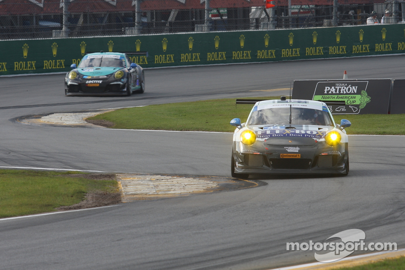 #44 Magnus Racing Porsche 911 GT America: John Potter, Andy Lally, Marco Seefried, Martin Ragginger