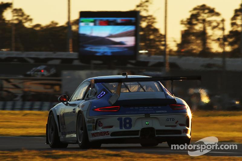 #18 Muehlner Motorsports America, Porsche 911 GT America: Marc Basseng, Michael Lira, Darryl O'Young