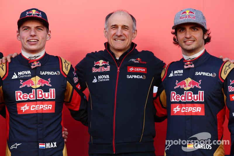 (da sinistra a destra): Max Verstappen, Scuderia Toro Rosso con Franz Tost, Team Principal Scuderia Toro Rosso e Carlos Sainz Jr., Scuderia Toro Rosso