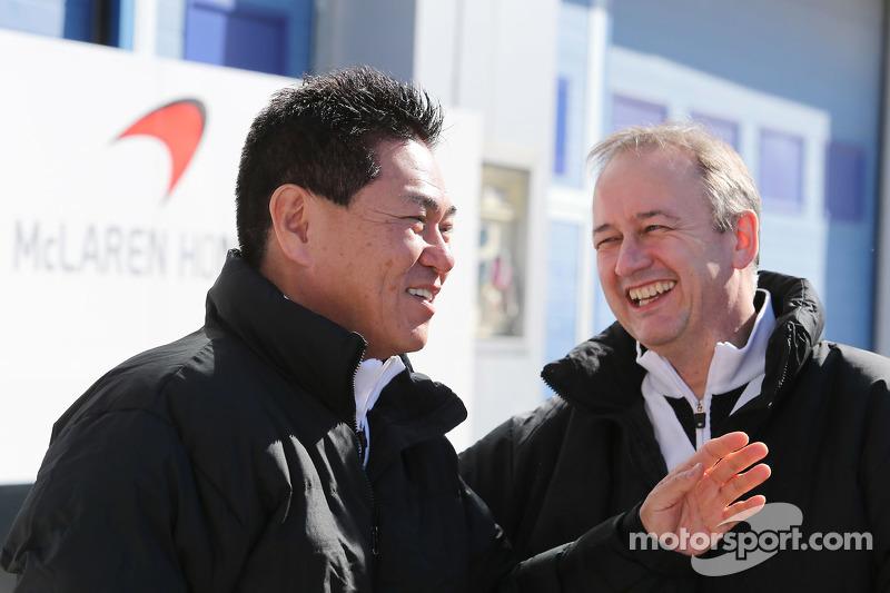 (从左到右)Yasuhisa Arai,本田运动总监,和乔纳森·妮儿,迈凯伦首席运营官