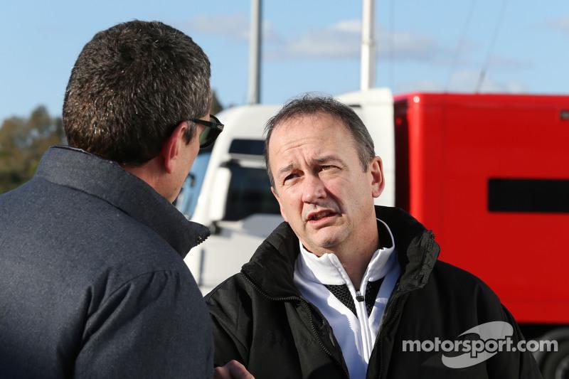 (Von links nach rechts): Günther Steiner, Teamchef Haas F1 Team, mit McLaren-Geschäftsführer Jonathan Neale