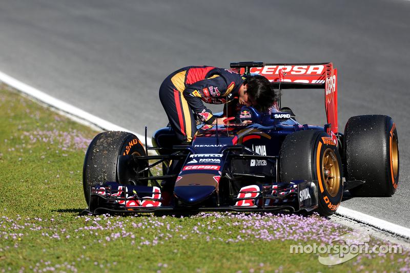 Carlos Sainz Jr., Scuderia Toro Rosso para na pista