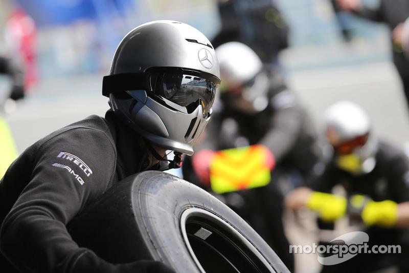 Mercedes AMG F1, beim Boxenstopp-Training