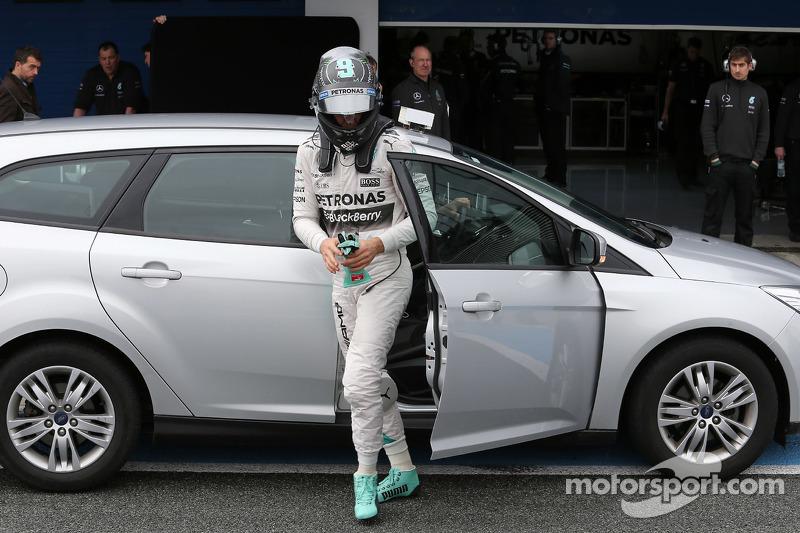 尼克·罗斯伯格, 梅赛德斯AMG车队,在停在赛道上之后回到维修区
