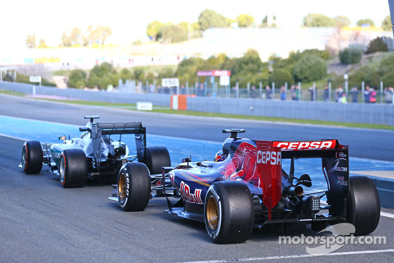 Lewis Hamilton, Mercedes AMG F1 W06 and Max Verstappen, Scuderia Toro Rosso STR10 at the pit lane exit