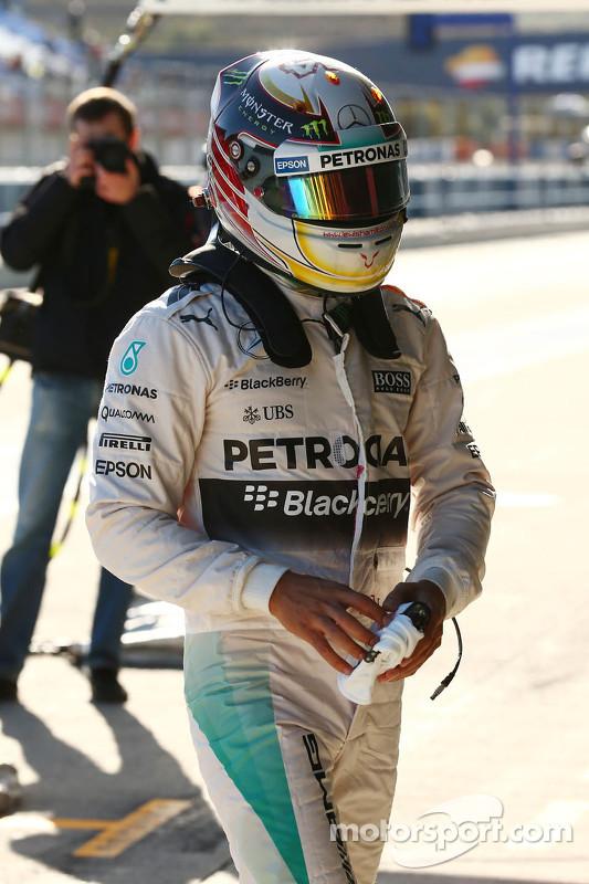 Lewis Hamilton, Mercedes AMG F1, chega de volta nos boxes