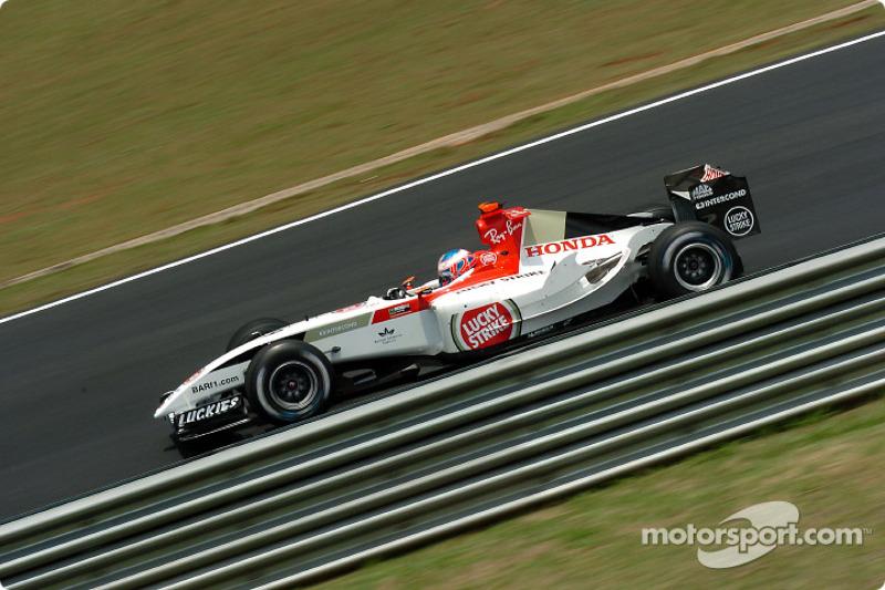 2004 - BAR 006: terceiro lugar no Mundial de Pilotos, com 85 pontos