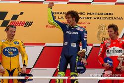 Podiio: Valentino Rossi con Max Biaggi e Troy Bayliss