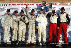Podium GT : les vainqueurs de classe Tom Milner et Kelly Collins, avec Joey Hand et Boris Said, et Ian James, RJ Valentine et Chris Gleason