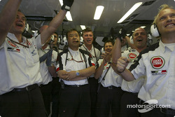 BAR-Honda team members celebrate as Takuma Sato sets fastest temporary time