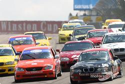 #06 ICY / SL Motorsports BMW Z3: Alan Himes, Rick Ellinger leads a pack of cars
