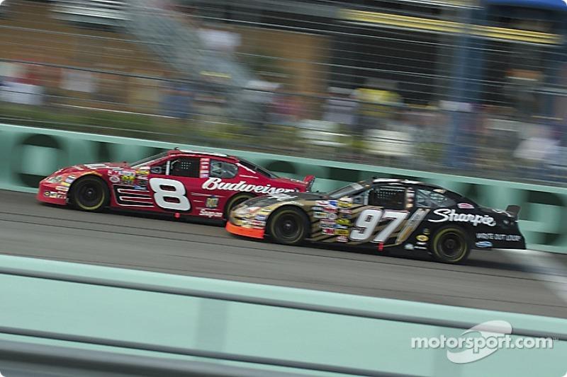 Dale Earnhardt Jr. y Kurt Busch