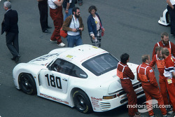 #180 Porsche AG Porsche 961: René Metge, Claude Ballot-Léna on the starting grid
