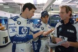 Mark Webber con el director del equipo de Dicke Stanford