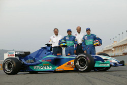 Jacques Villeneuve and Felipe Massa pose with Peter Sauber