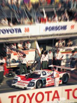 #38 Toyota 90C-V: П'єр-Анрі Рафанель, Роланд Ратценбергер, Наокі Нагасака