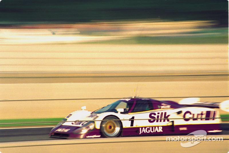 #1 Silk Cut Jaguar XJR-12: Martin Brundle, Alain Ferté, David Leslie