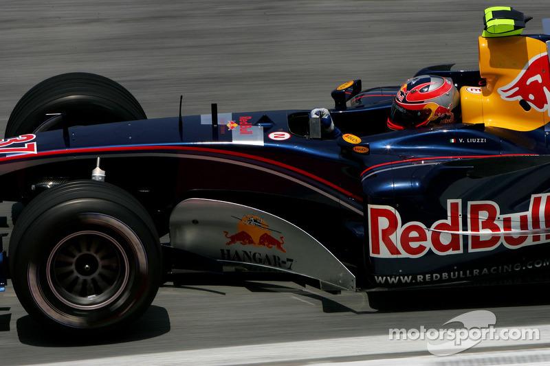 A primeira mudança aconteceu em 2005, antes mesmo da Toro Rosso existir. A Red Bull chegou a substituir Christian Klien por Vitantonio Liuzzi em quatro etapas daquela temporada.