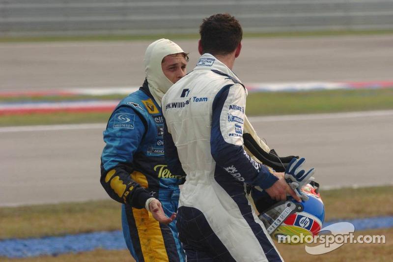 Debate post-accidente entre Mark Webber y Fisichella