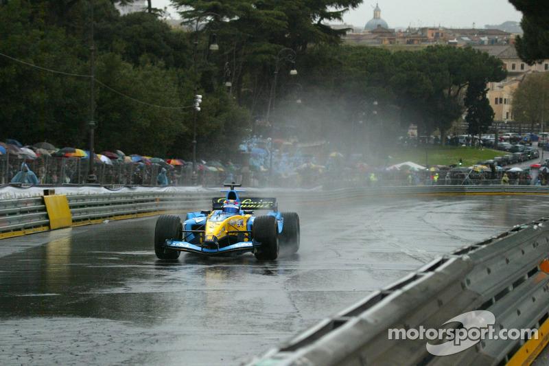 Franck Montagny drives the Renault F1