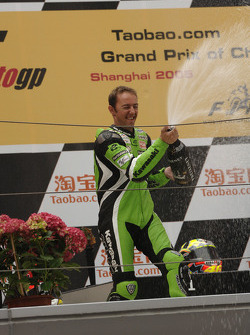 Podium: champagne for Oliver Jacque