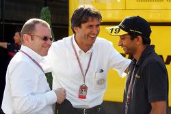 Jordan team owner Alex Schnaider, FOM's Pasquale Lattuneddu and Narain Karthikeyan