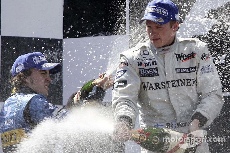 Podio: champagne per Kimi Raikkonen