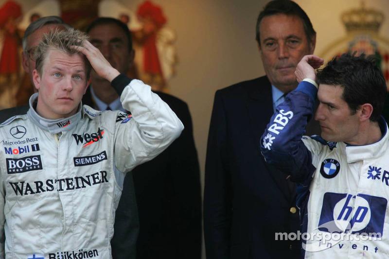 Podio: ganador de la carrera Kimi Raikkonen con Mark Webber