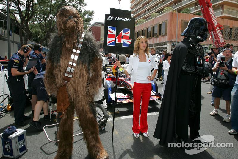 Chewbacca e Darth Vader no grid de largada