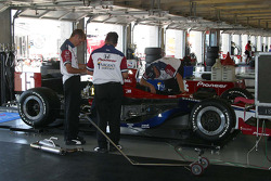 Buddy Rice's crew prepare for qualifying