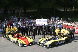 Welter Racing WR Peugeot : Jean-Bernard Bouvet, Sylvain Boulay, Robert Julien; Welter Racing WR Peugeot : Yojiro Terada, Patrice Roussel, William Binnie et les membres de l'équipe