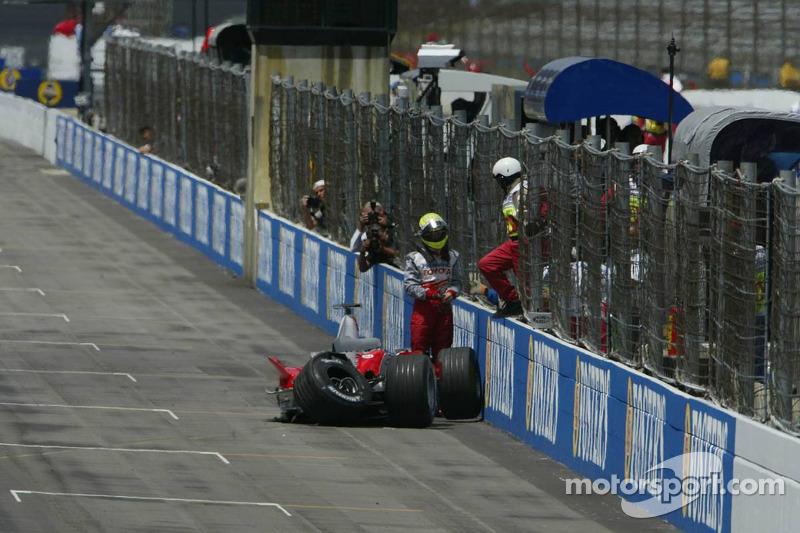 Ralf Schumacher se estrella en la pared