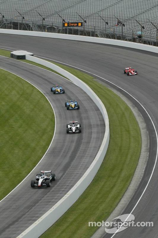 Los fans de Indy muestran el pulgar hacia abajo