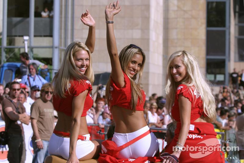 Las adorables chicas Hawaiian Tropic