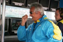 Flavio Briatore celebrates as Fernando Alonso keeps the pole position