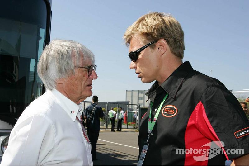 Bernie Ecclestone y Mika Salo