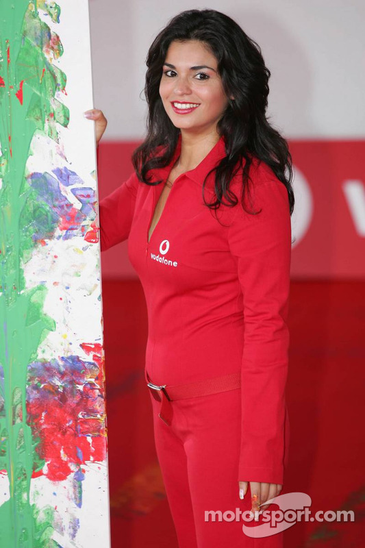 Evento de Vodafone en Hockenheim Talhaus: una chica encantadora de Vodafone