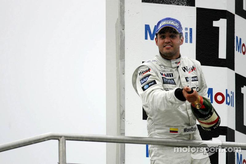 Podio: champagne para el segundo lugar Juan Pablo Montoya