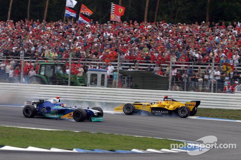 Jacques Villeneuve y Tiago Monteiro chocan