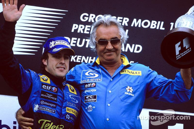 Podio: ganador de la carrera Fernando Alonso y Flavio Briatore