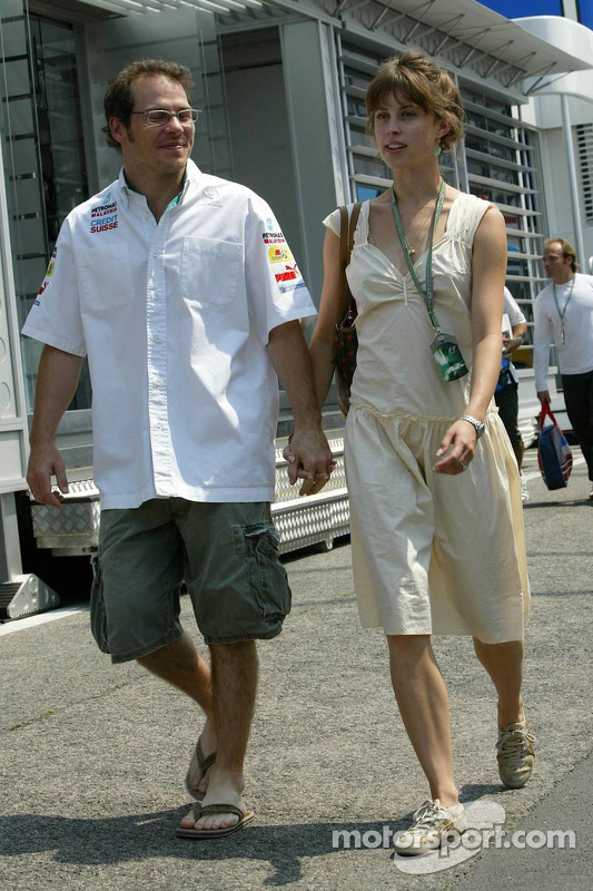 Jacques Villeneuve con su novia Ellie Green