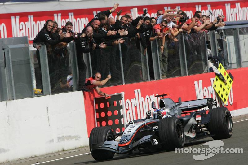 Переможець Кімі Райкконен, McLaren-Mercedes