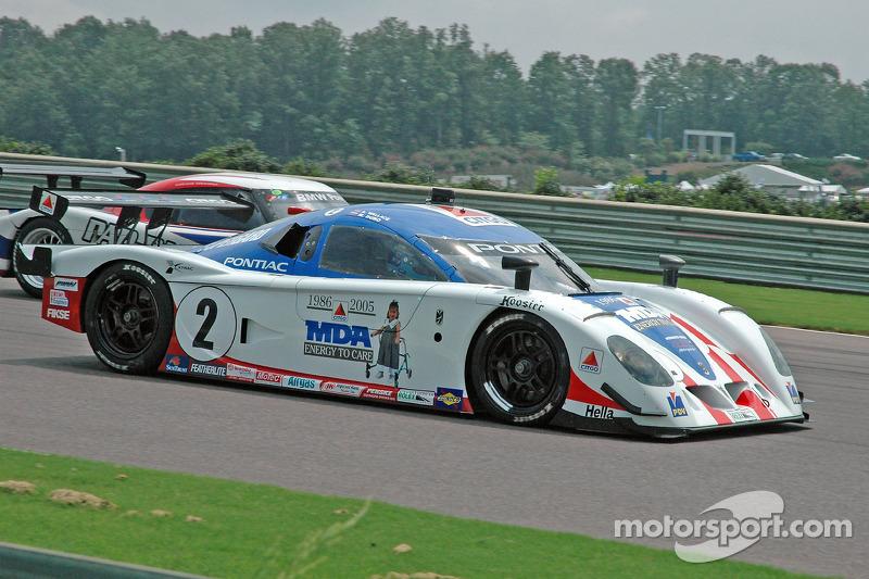 La CITGO - Howard - Boss Motorsports Pontiac Crawford N°2 (Andy Wallace, Milka Duno) et la BMW Riley N°3 (Shane Lewis, Darius Grala)