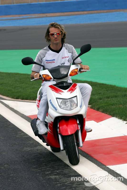 Jarno Trulli inspects the track