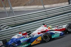 Ralf Schumacher and Jacques Villeneuve battle