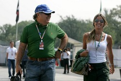 Rafaela Bassi, girlfriend of Felipe Massa, with the father of Felipe Massa