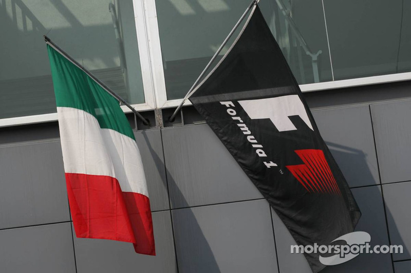 Italian and F1 flags
