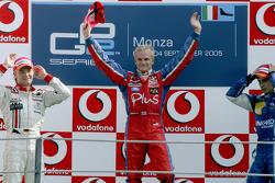 Podio: ganador de la carrera Heikki Kovalainen con Nico Rosberg y Nelson Piquet A.